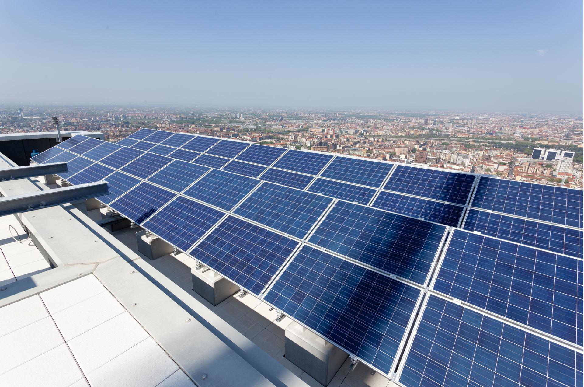 tetto torre isozaky, pannelli solari, © luigi tremolada